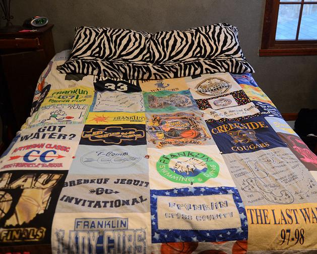 Camisetas velhas viram lençol de patchwork