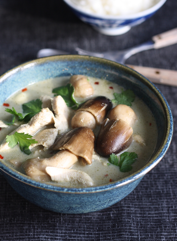Tom Kha Gai (Thai Chicken Galangal Soup) recipe by SeasonWithSpice.com