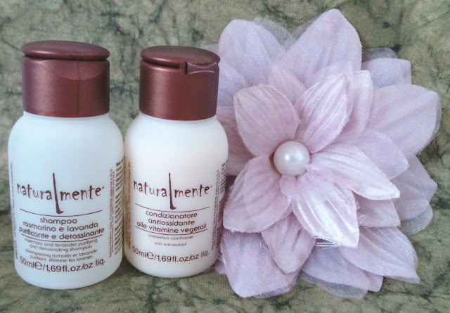 Review Naturalmente Rosemary and Lavender shampoo, Anti-oxidant Conditioner Picture