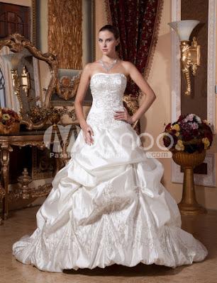 Ivoire Euro Style robe boule bretelles broderie perlée Robe de mariée en satin