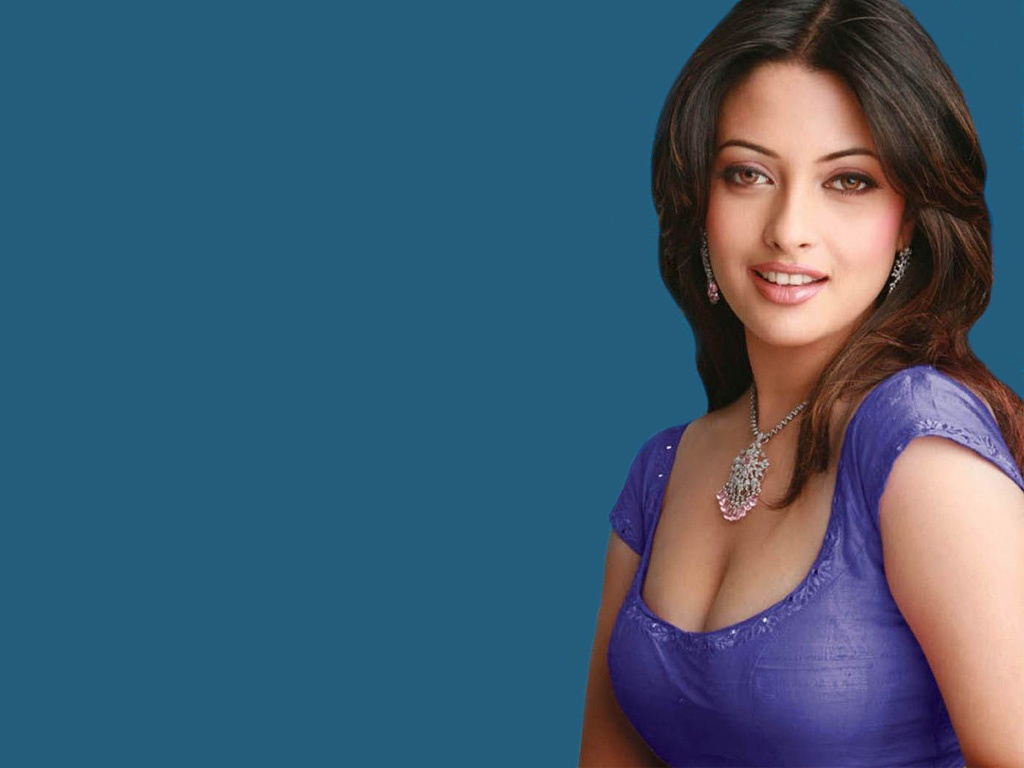 http://3.bp.blogspot.com/-g_pOejOmnYo/T0pXF9XTf1I/AAAAAAAABfI/s72VCuU-TM8/s1600/bollywood-actress-riya-sen-high-quality-sexy-wallpaper-0.jpg