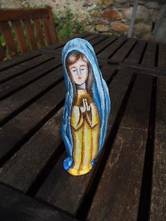 Piedra pintada con la Virgen María