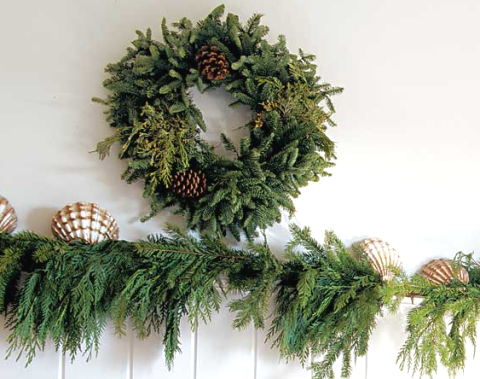 easy Christmas decorations with green garland