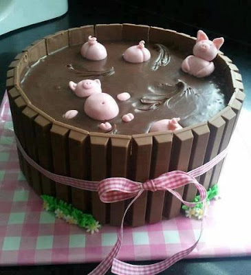 Tarta cerdos en jacuzzi