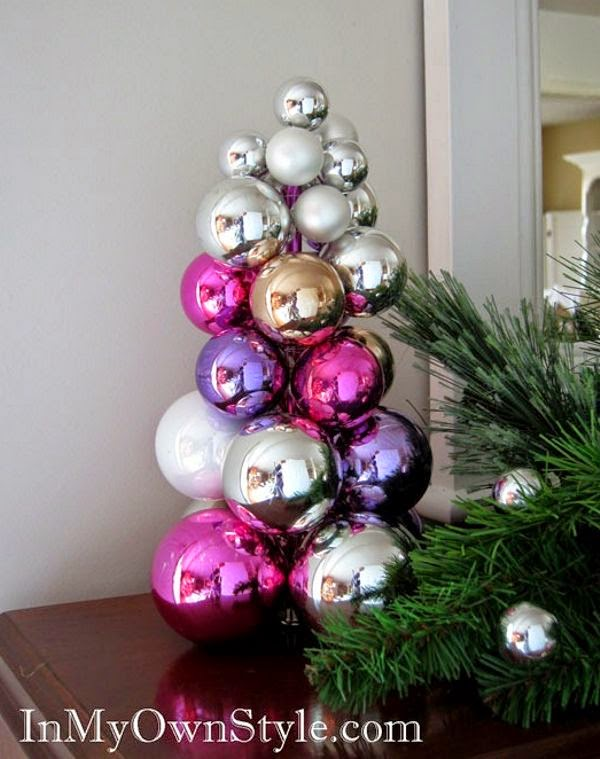 Árvore de Natal feita de bolas