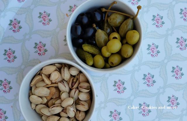 Para picar - feine Oliven, Capernäpfel, Pistazien und Mandeln