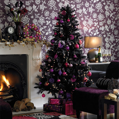 http://3.bp.blogspot.com/-gaVaSK3KE6M/UJrFEz8s9-I/AAAAAAAAI2s/JtJtDcqRfd8/s400/black-christmas-tree-idea-inspired-tinsel-purple-mauve-decorated-non-traditional-modern-unique-theme-ornament-holiday-modern-stylish-livingroom-holiday-decoration.jpg