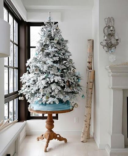 Снежна коледна елха
