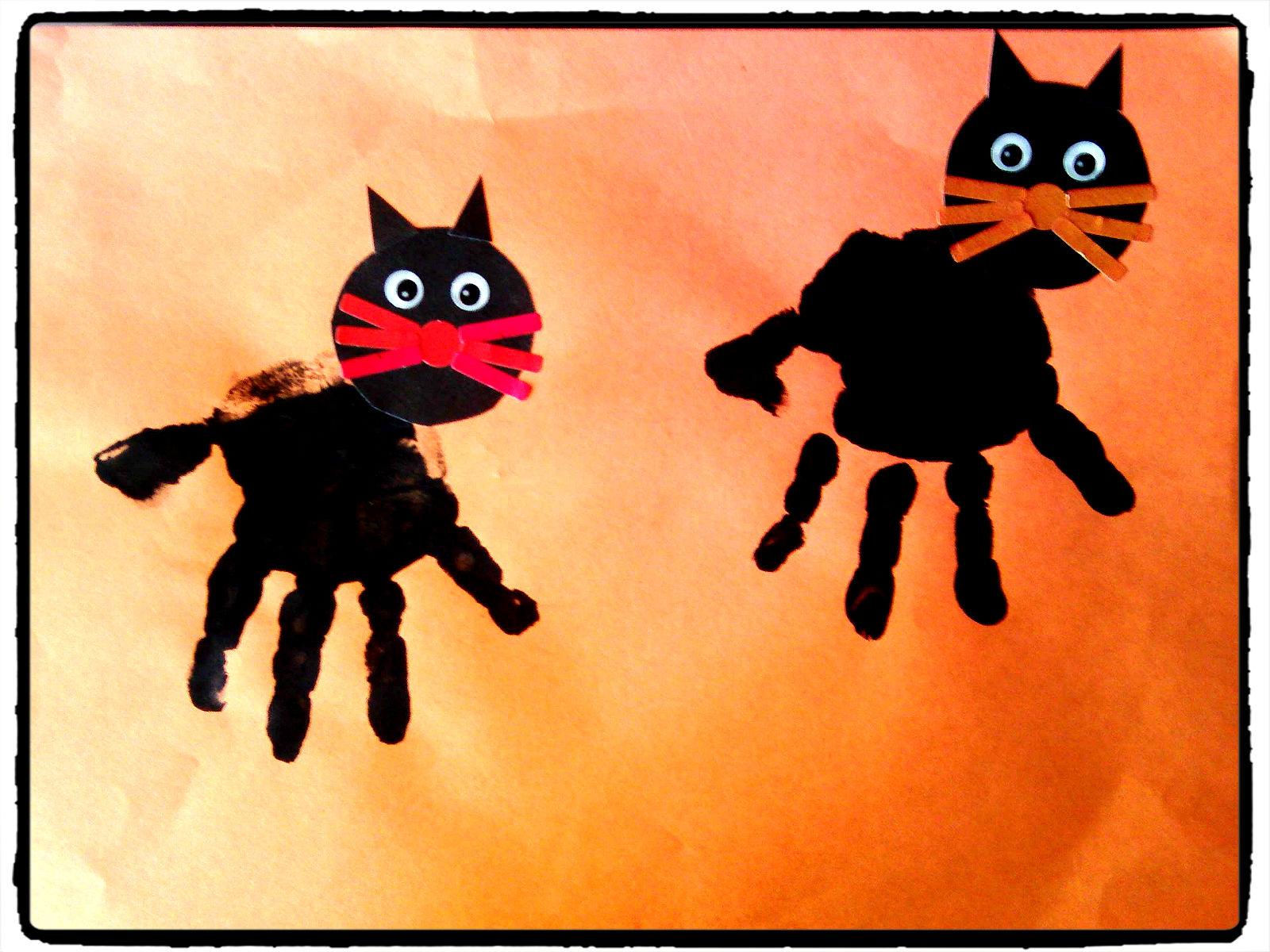 Ma tchou team empreinte pied main pour halloween Bricolage maternelle halloween
