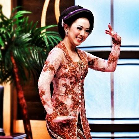 Koleksi Model Baju Kebaya Artis Soimah Modern Terbaru, Des 2015