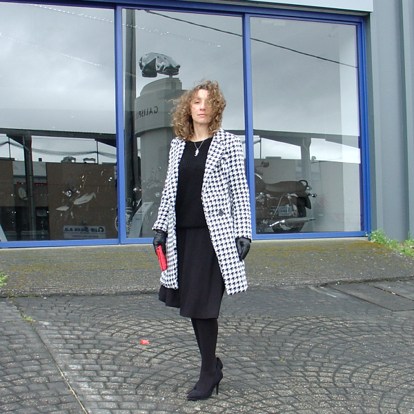 OOTD - Houndstooth Coat. Visit www.forarealwoman.com #moda #fashion #blogger
