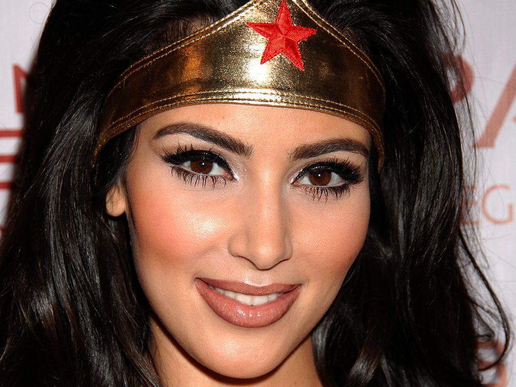 http://3.bp.blogspot.com/-gbdjnodJenA/UNsDc8v10UI/AAAAAAAALLU/AXFZuV8RL9I/s1600/Kim-Kardashian-Wallpapers-Latest-1.jpg