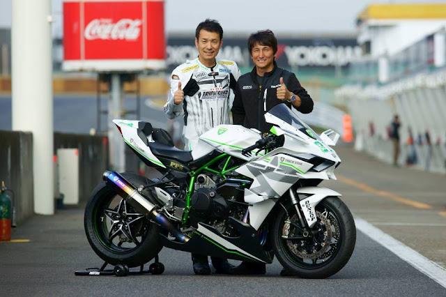Galeri dan video tambahan dari Kawasaki Ninja H2R Trickstar Racing . .