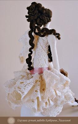 Свадебная фея Муза в кружевном платье