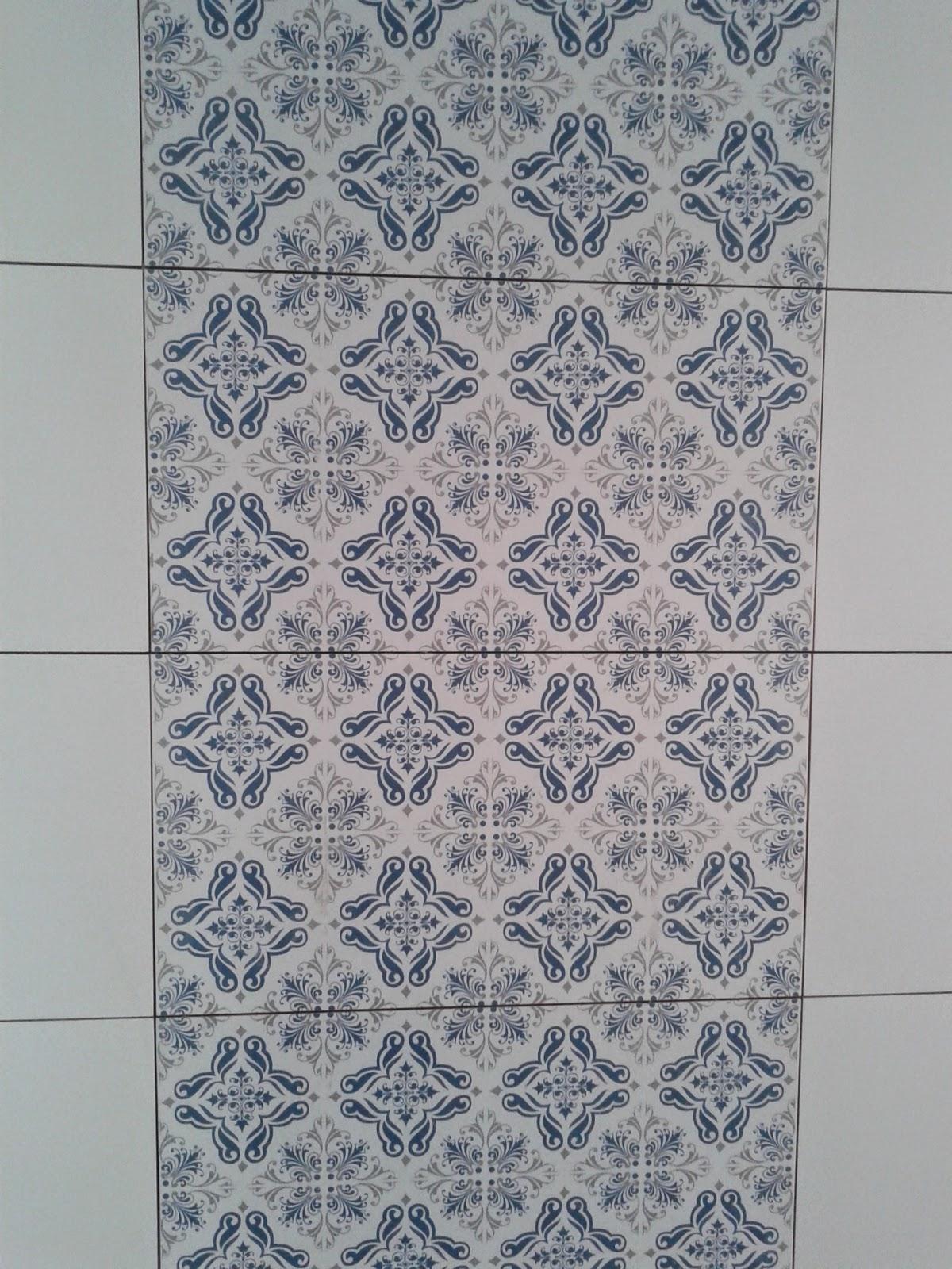 Construção de Rody e Fábio: 36/37a Semanas Revestimentos #303C4E 1200x1600 Banheiro Com Rejunte Azul