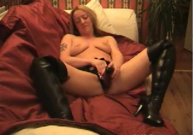 Velha fazendo showzinho e dando na webcam