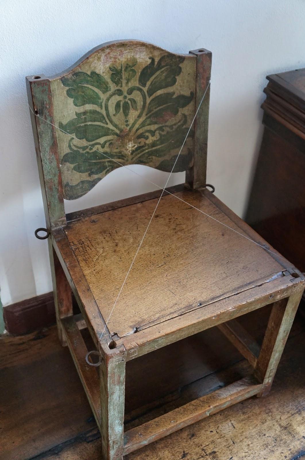 cadeira do acervo da Casa dos Contos - Ouro Preto (MG) - foto do Blog Carina Pedro