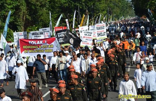 Waspada, Parade Tauhid dimeriahkan Bendera ISIS dan Peleceh Pancasila Muhammad Abu Jibril