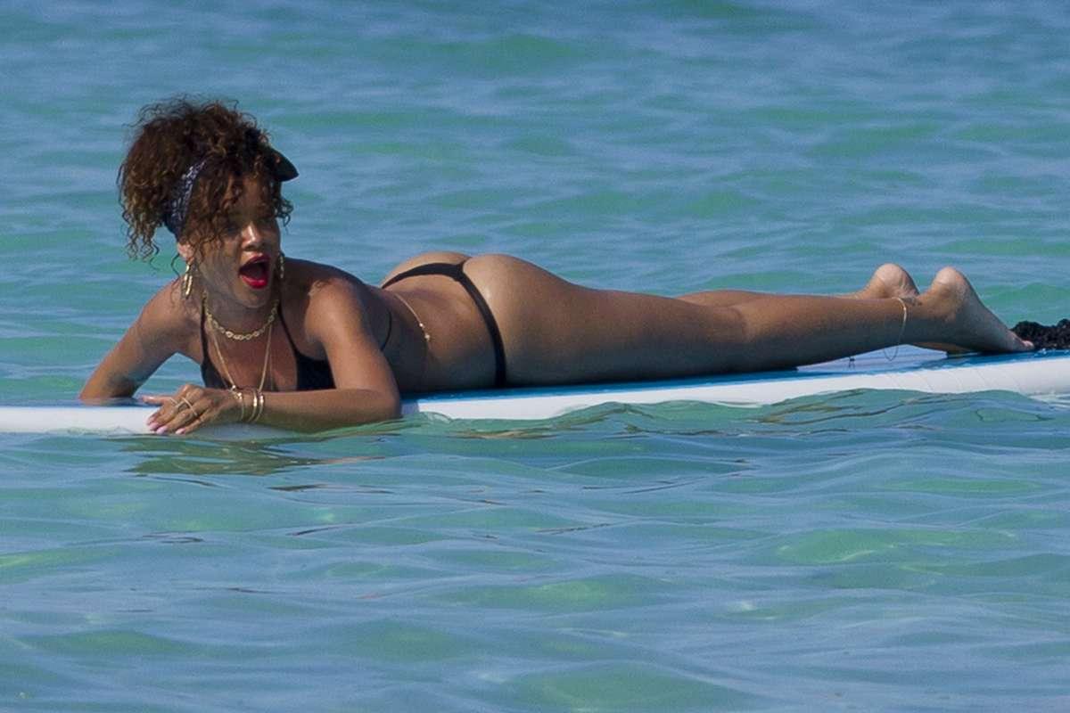 Jennifer love hewitt bikini controversy