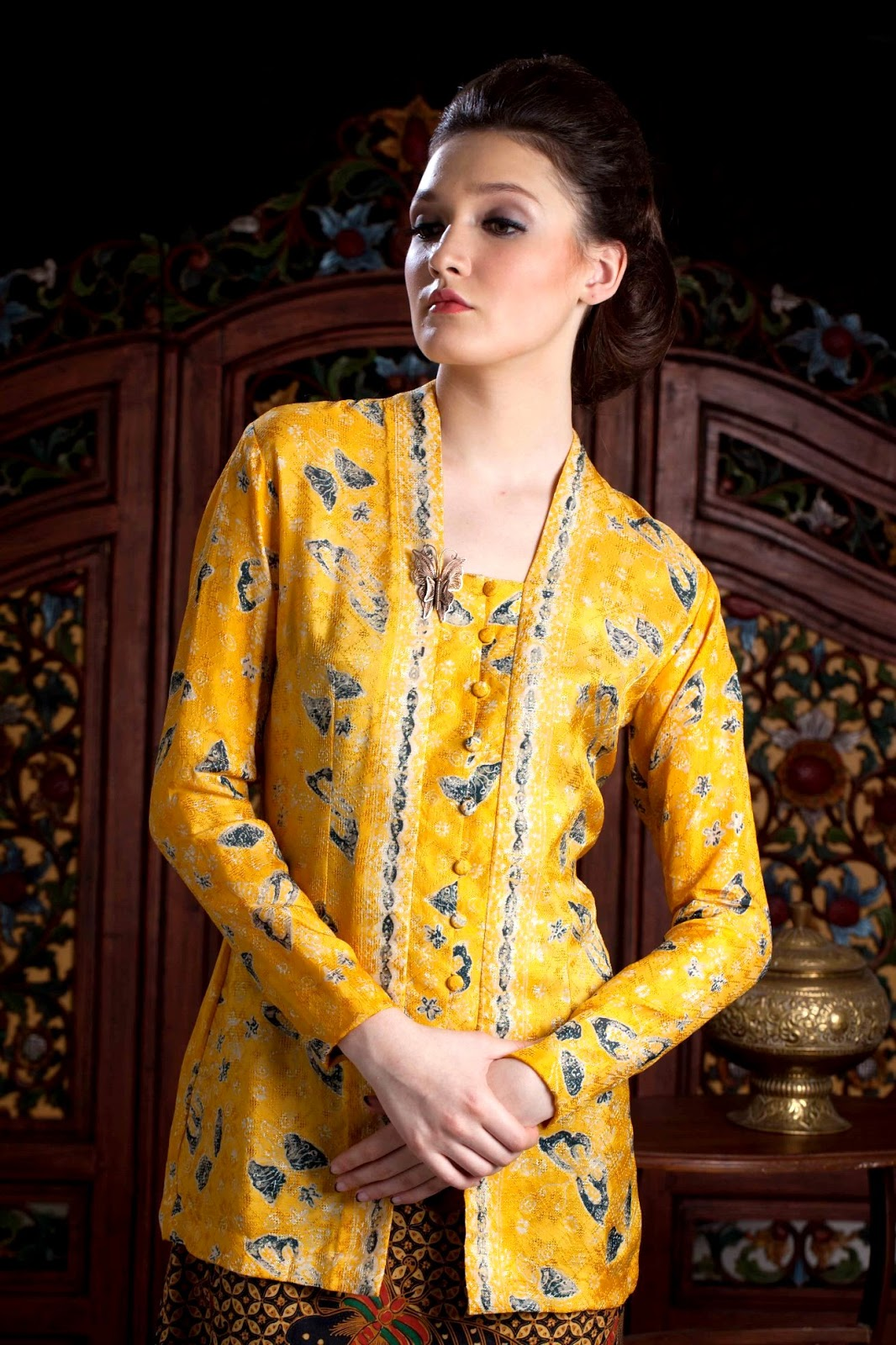 Foto Model Kebaya Kutubaru Trend Desain Terbaru Warna Kuning