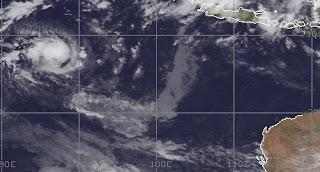 Tropischer Sturm ALENGA im Indischen Ozean wandert auf Australien zu, Alenga, Australien, Australische Zyklonsaison, Satellitenbild Satellitenbilder, Zyklonsaison Südwest-Indik, Verlauf, aktuell, Dezember, 2011,