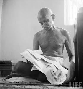 Gandhi Reading