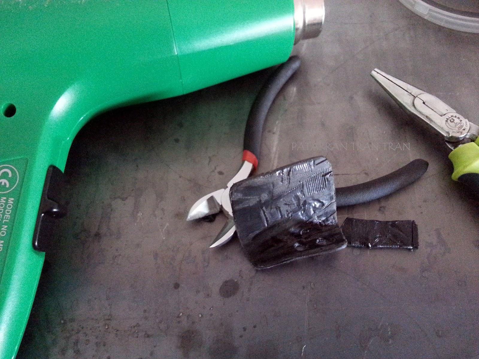 Beta RR 300. Pata de freno trasero. Proteccion casera para tapa de embrague.