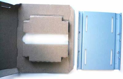 CSSD-S6T256NHG6Q 梱包材からの2.5-3.5変換マウンタ―の取り外し完了