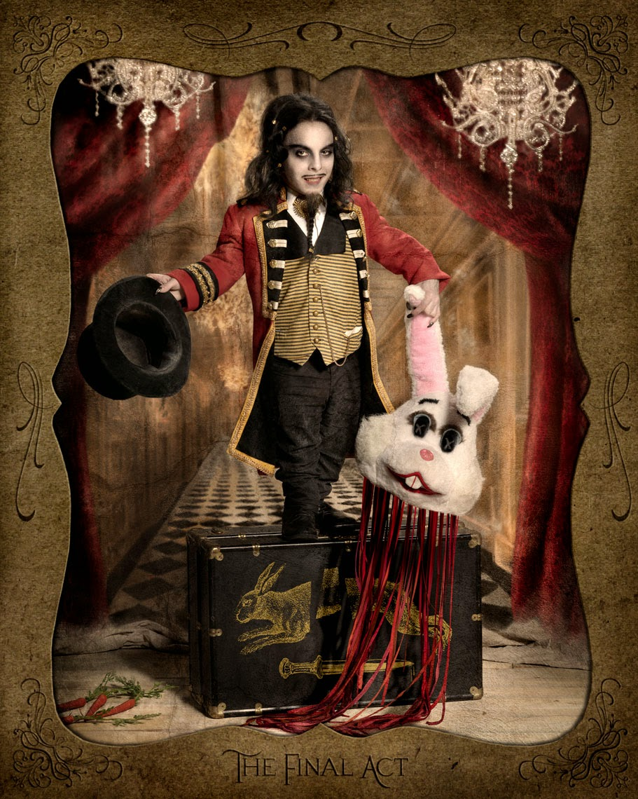 13-Ransom-and-Mitchell-The-Victorian-Traveling-Carnival-Side-Show-www-designstack-co