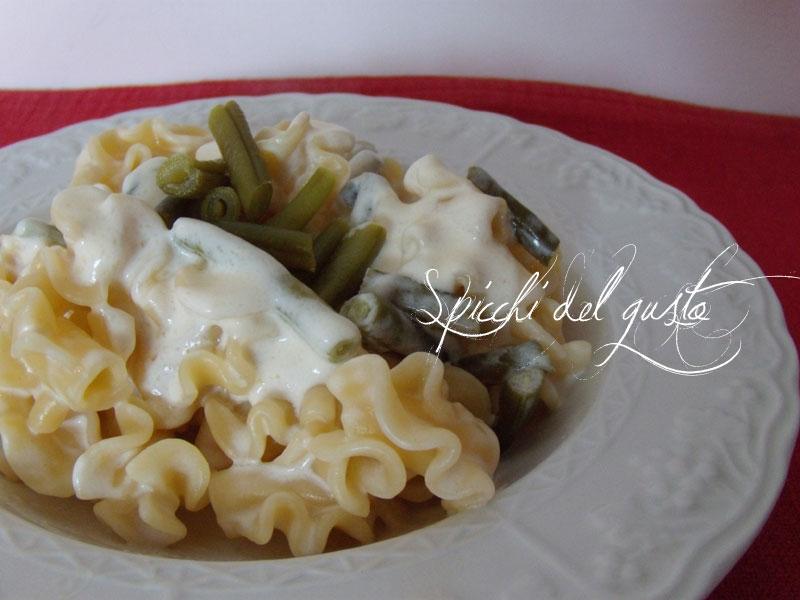 Pasta Pietre del vesuvio con crema di Taleggio e fagiolini