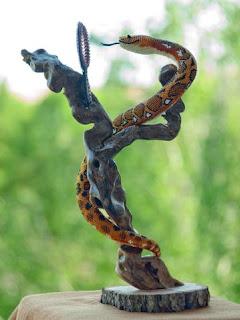 Игрушка из бисера змея