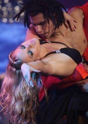 Foto de Leslie Shaw bailando con Kevin Ubillus en Reyes del Show