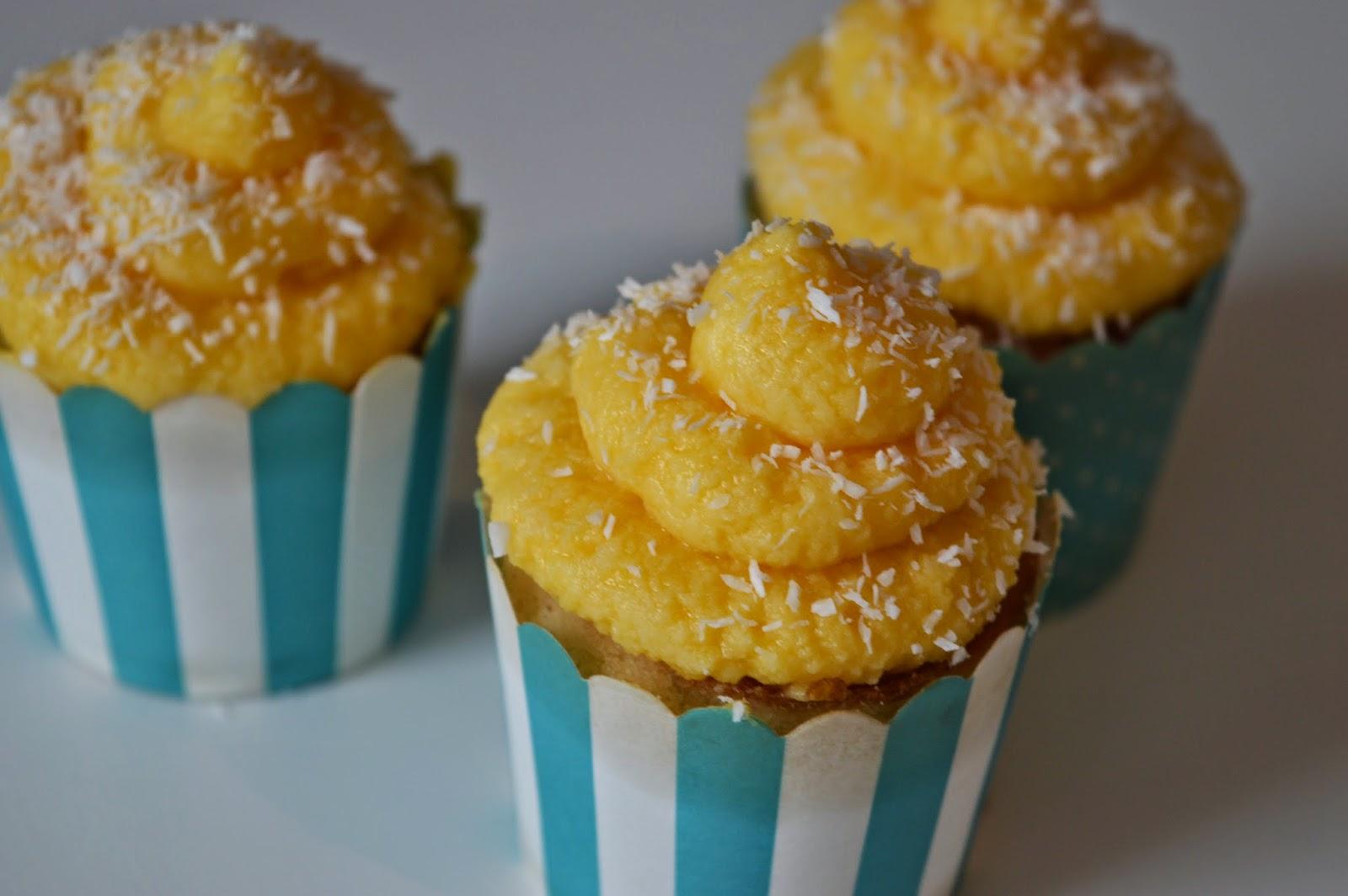 miss buttercake kokos ananas cupcakes. Black Bedroom Furniture Sets. Home Design Ideas