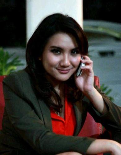 Kumpulan Foto Aviani Malik Presenter Cantik MetroTV: