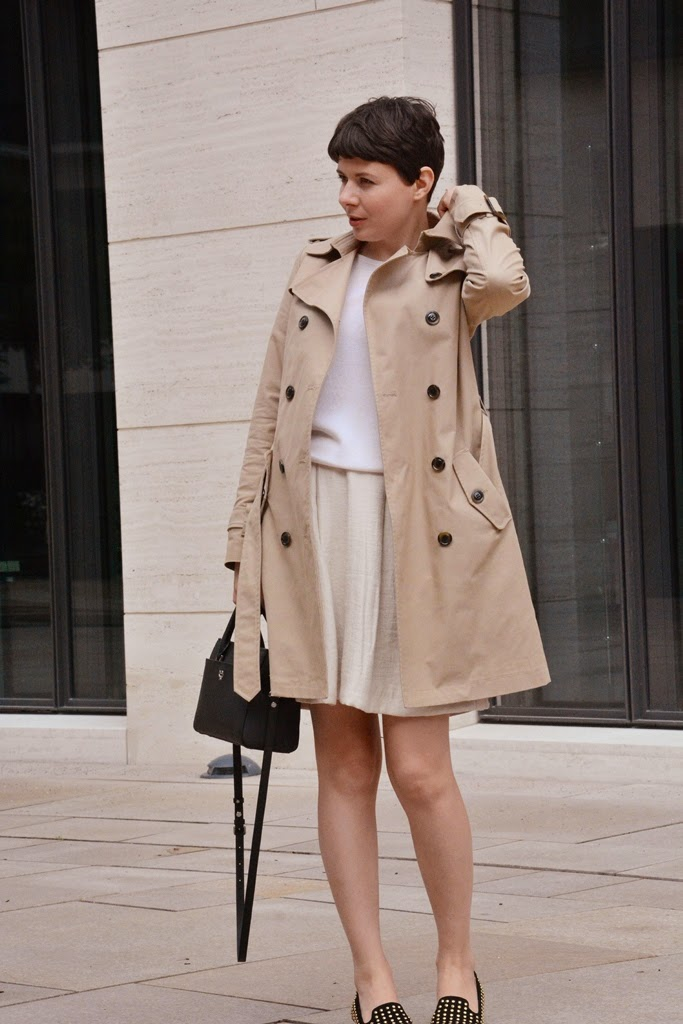 Kurzhaarfrisur, short haircut, trench coat Hallhuber