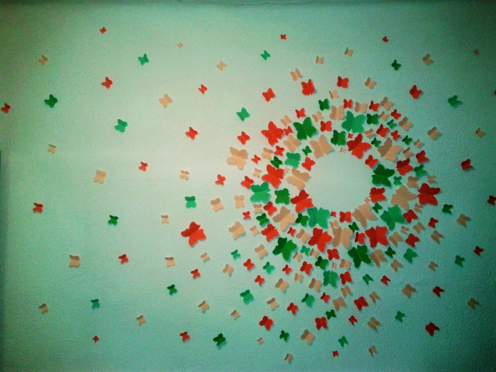 Happy crafts on krispisland decorar una pared con papel - Decorar paredes con papel ...