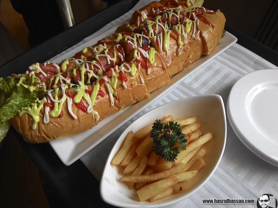 Hotdog Besar Hotel Aston Braga Bandung