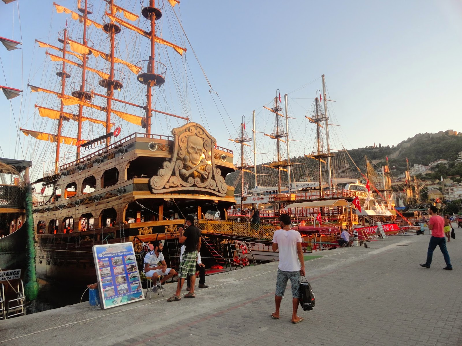 корабли в порту Алании