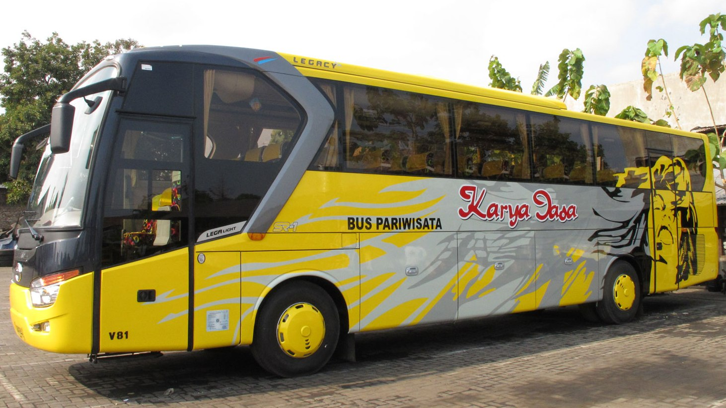 Phinisi Tour & Travel: BUS PARIWISATA, Disewakan