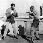 Nelson Mandela boxeando