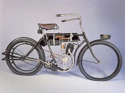 ESTO PASO  1903  Estados Unidos  Se funda la Harley Davidson Motor