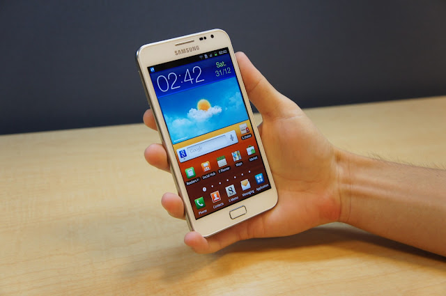 white samsung galaxy note GT-N7000 i9220 n7000 hands on