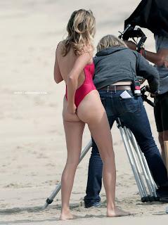 عارضة الازياء الانكليزية كيلي هازل في صور رائعة بملابس السباحة