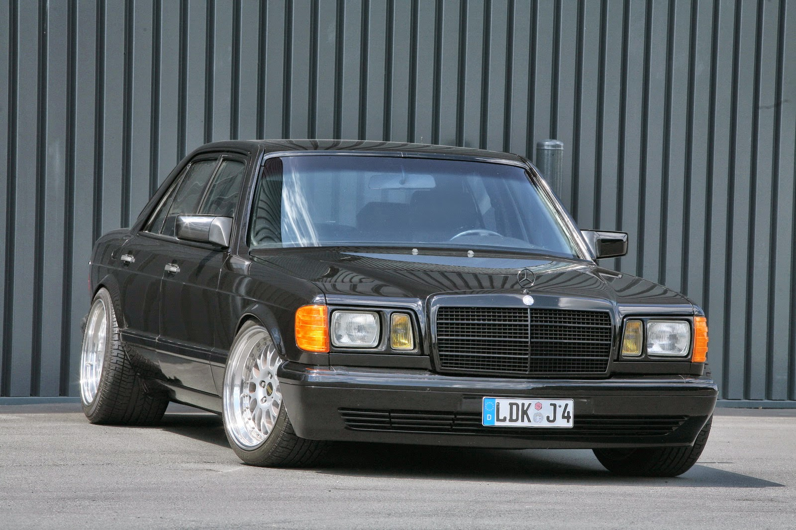 Mercedes benz w126 by inden design benztuning for Mercedes benz tuners
