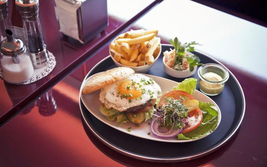 Famille egger o mange t on les meilleurs burgers en suisse for Herman s wohnzimmer 8004 zurich