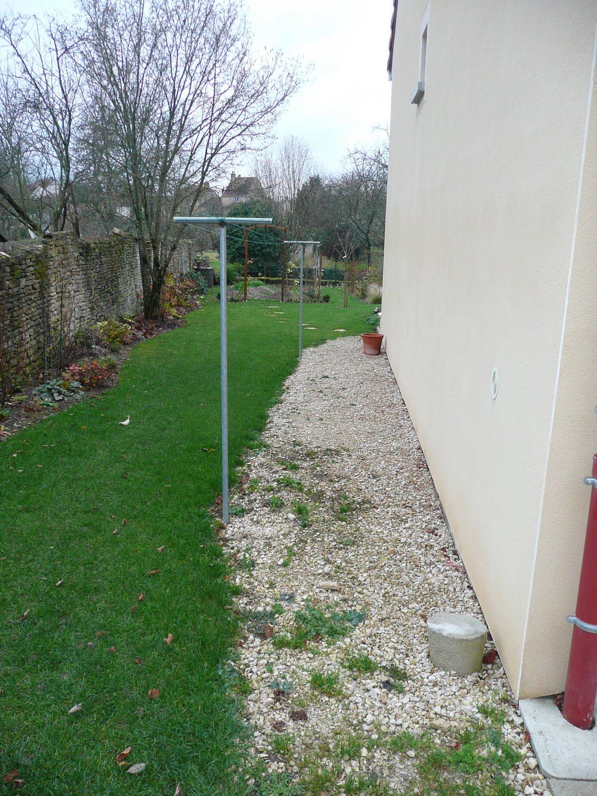 Notre jardin secret projet 2012 une bordure de roses for Bordure jardin fait maison