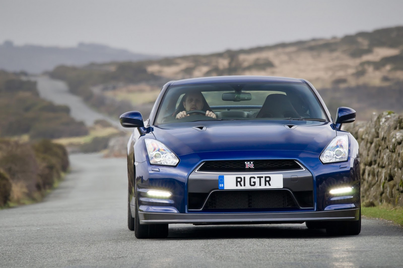 Bugatti Veyron Vs Porsche 911 Turbo S Vs Nissan Gtr