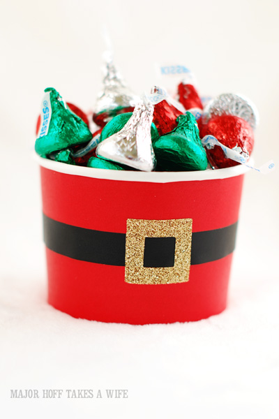 Free Santa Claus Is Coming To Town printable gift tag to make holiday gift giving easy! Learn how to make the cute Santa Belly Candy holders too!