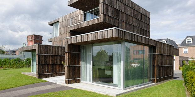 Casa revestida con madera reciclada - Listones de madera para exterior ...