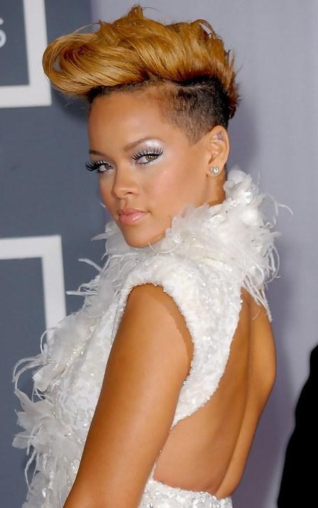 Rihanna con cabello corto